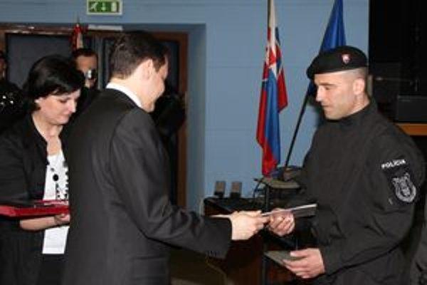 Rejda dostal od ministra vnútra Daniela Lipšica vyznamenie.