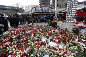 Miesto tragédie pokryté tisícami sviečok.