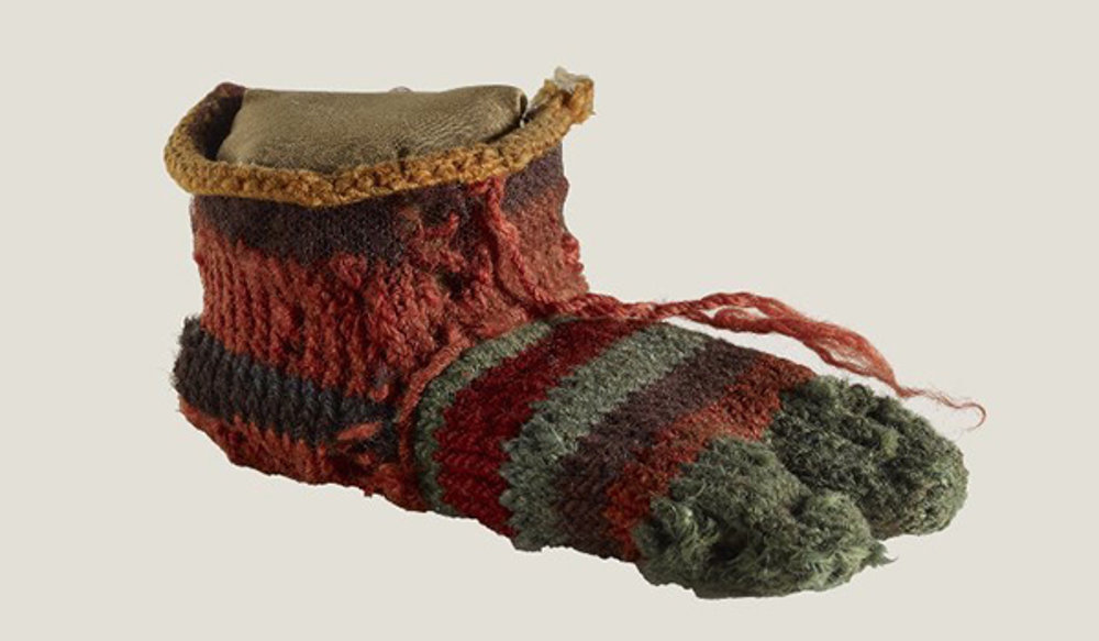 Ľavá detská ponožka s oddeleným palcom. 3. až 4. storočie.