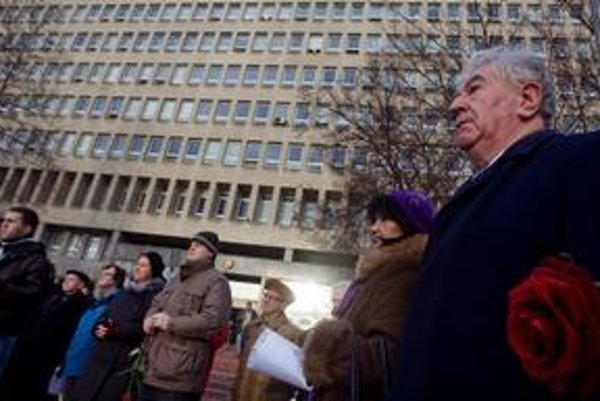 Kňaz Anton Srholec na januárovom pochode proti prepúšťaniu v Ústave pamäti národa.