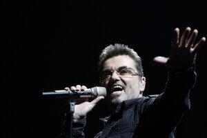 Na archívnej snímke spevák George Michael na koncerte počas svojho  Live Global Tour 25. júna 2008 v kalifornskom Ingelwoode.