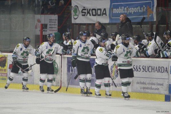 Novozámčania sa v zápase proti Popradu takto radovali z gólu až sedemkrát.