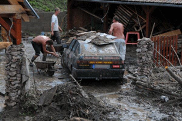 Mnoho ľudí postihnutých povodňami dnes nešlo do práce.