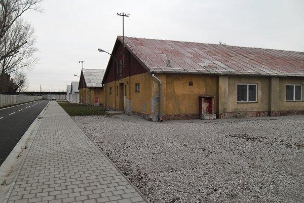 Múzeum holokaustu sa nachádza v autentických priestoroch barakov.