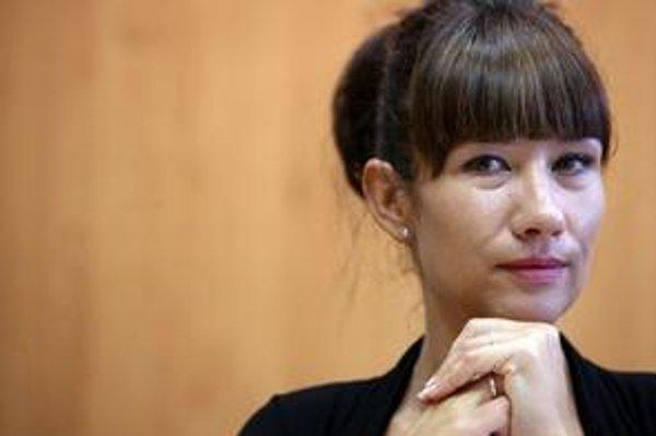 Štátna tajomníčka Lucia Nicholsonová sa obrátila na políciu.