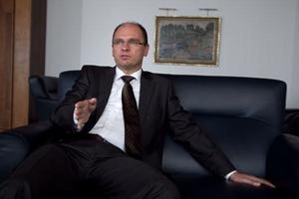 Euroval je podľa Richarda Sulíka najväčšou hrozbou pre euro.