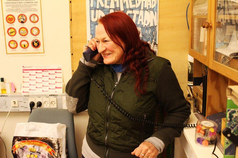 Kirsten Larsenová je súčasťou komunity viac ako tridsať rokov. Vychovala tu obe deti a dnes pracuje v centre pre novinárov.