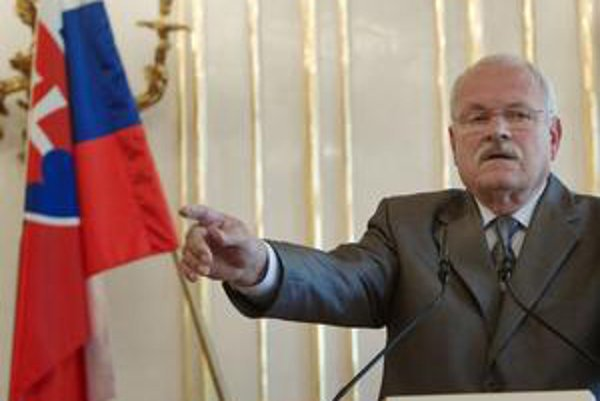 Prezident povedal Radičovej, že uvažuje o úradníckej vláde.