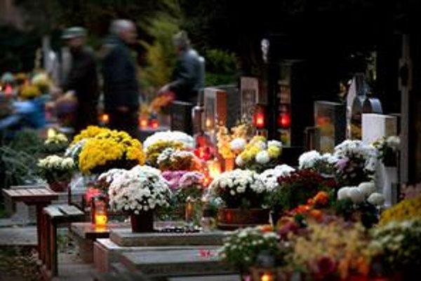 Cintoríny budú otvorené nonstop.