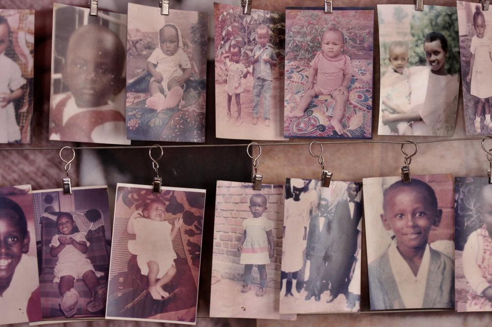 Počas genocídy zahynulo asi milión ľudí, militanti zabíjali aj deti.