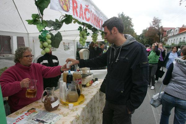 Zmeny otváracích hodín podnikov vRači sa nedotknú každoročného vinobrania alebo rodinných či firemných osláv vprenajatých račianskych prevádzkach.