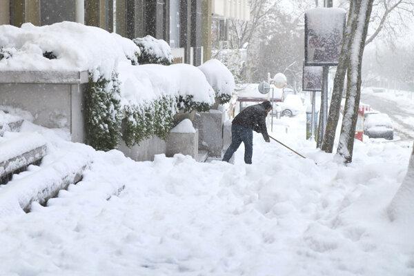 Sneh komplikoval situáciu aj v Turecku.