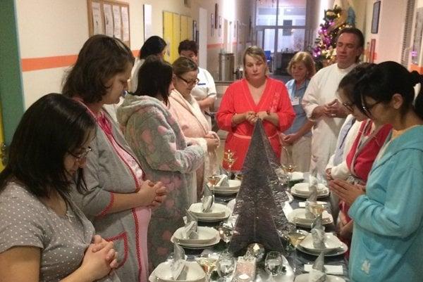 V Hornooravskej nemocnici majú ženy aj štedrú večeru. Pri tej vlaňajšej už mali gynekológovia za sebou tisíci pôrod.