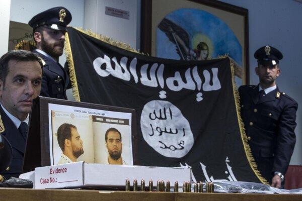 Vlajka IS, ktorú u väzňa našli.