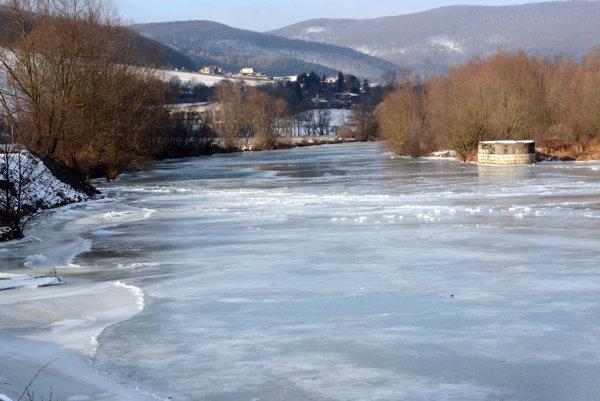 Topiaci sa ľad môže narobiť problémy. V meste Košice zatiaľ ľadové povodne nehrozia. Na hornom toku riek Hornád a Hnilec v okresoch Spišská Nová Ves a Gelnica ale aj na ďalších tokoch na severe a východe Slovenska však môže dôjsť podľa SHMÚ aj k vzdutiu hladín a vybreženiu tokov.