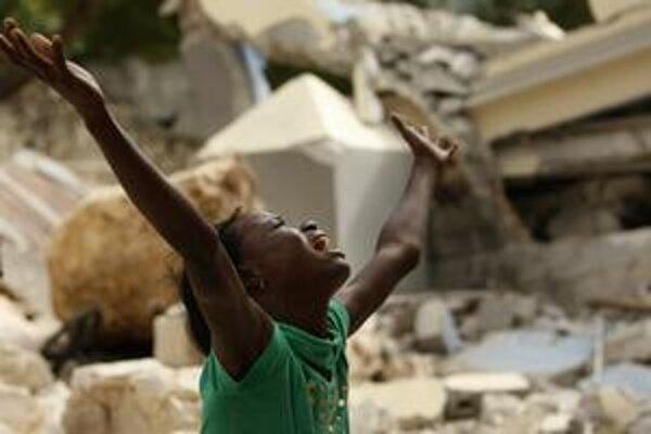 Otrasy zeme na Haiti zrúcali státisíce domov.