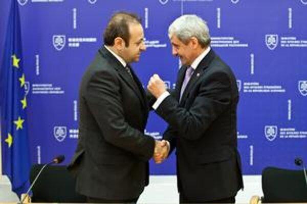 Turecký minister pre záležitosti Európskej únie Egemen Bagis hovoril s naším ministrom zahraničia Mikulášom Dzurindom.
