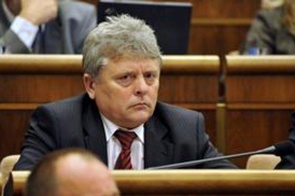Poslanec Smeru Ján Kvorka bol podozrivý z obmedzovania osobnej slobody 17-ročného chlapca.