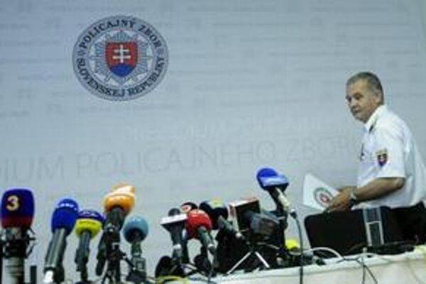 Kritikou ministra Lipšica sa prezentovalo aj združenie KPOL 21 pod vedením bývalého policajného prezidenta Jána Packu.