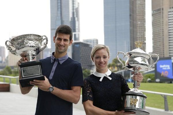Tituly v Austrálii obhajujú Novak Djokovič a Angelique Kerberová.