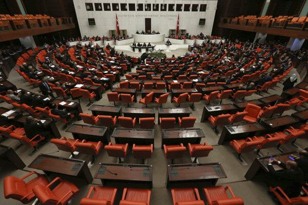 Turecký parlament pri jednej z rozpráv o navrhovaných zmenách niektorých článkov ústavy.