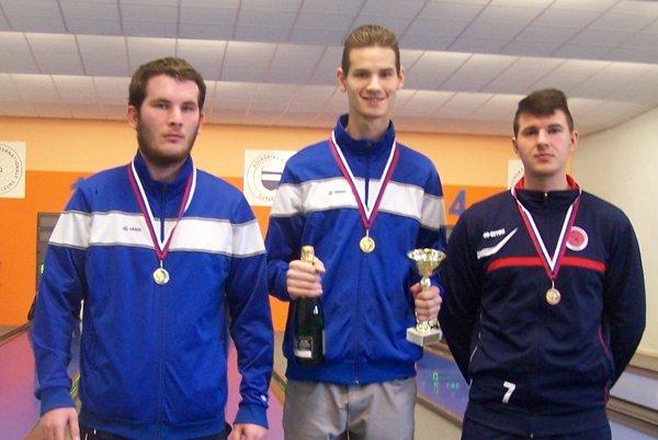 Juniroi: (zľava): Molnár, Kuzma (obaja Preseľany) aZajko Filip (Tlmače) – juniori.