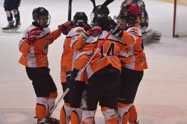 Hokejoví dorastenci Michaloviec. V nedeľu sa radovali zvýhry na ľade Ružinova Bratislava.
