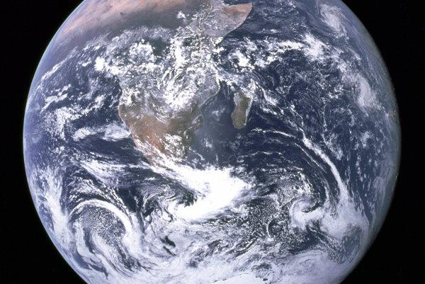 Pohľad posádky Apollo 17 na Zem - od Stredozemného mora po Južný pól.