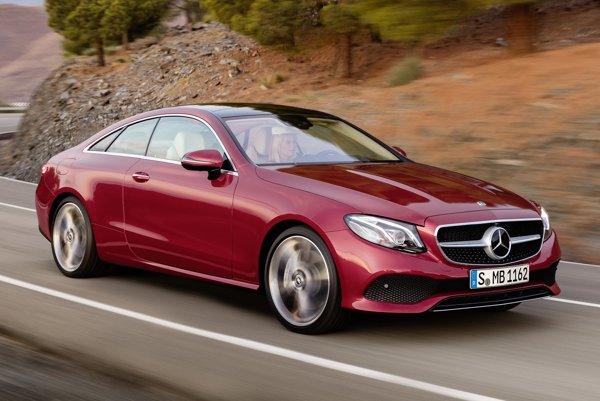 Kupé Mercedes-Benz triedy E. Nové kupé sa vyznačuje veľmi čistým dizajnom s výraznejšou prednou časťou, ktorej dominuje nízko položená mriežka a centrálna firemná hviezda.