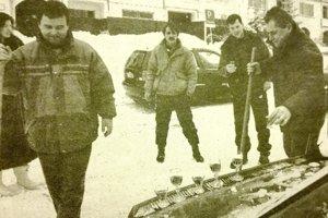 """""""Pri odhrabávaní snehu lopatami padne vhod kopnúť do seba za kalíštek niečoho tvrdšieho."""""""