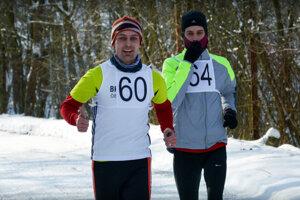 Dvaja najrýchlejší muži - vpravo víťaz Matej Páleník, vľavo Michal Čaládik, obaja z BK Pyxida Čierne Kľačany.