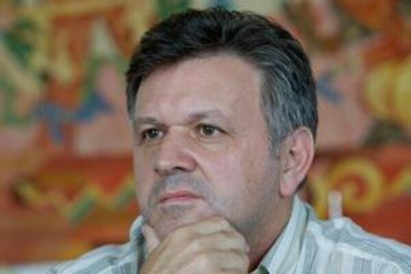 Šéfom športu v STV sa stal v čase uzatvárania dohody o vysielacích právach na slovenský futbal.  Nedohodol ju a národný tím opustí verejnoprávnu obrazovku. Nie však chybou STV, tvrdí šéf Hlavnej redakcie športu JOZEF FOLTÝN, ktorý je vo funkcii od 4. júna
