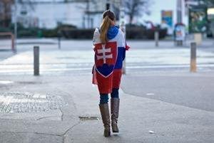 Slováci v zahraničí sa nášho občianstva vzdať nechcú. Zákon vlády Roberta Fica im ho však berie.