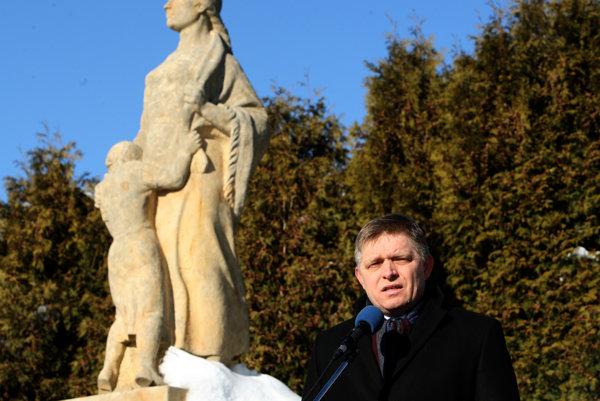 Premiér Fico počas spomienkovej slávnosti pri príležitosti 72. výročia vypálenia obce Kľak