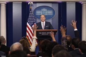 Hovorca amerického prezidenta Donalda Trumpa Sean Spicer na tlačovej konferencii.