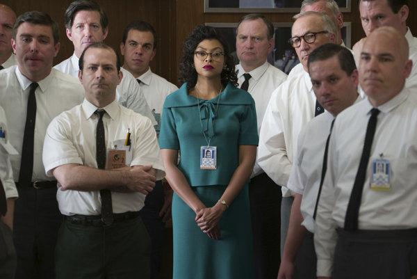 Hidden Figures. Ďalší s filmov, ktorý poukazuje na rodovú a rasovú (ne)rovnosť.