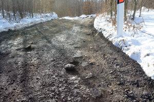 Nie je to diaľnica. Na ceste naďabíte aj na kamene.