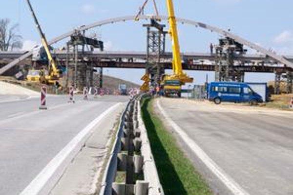 Spomedzi projektov PPP je v plnom prúde len výstavba  R1. Na ostatné cesty ešte nie sú isté peniaze.