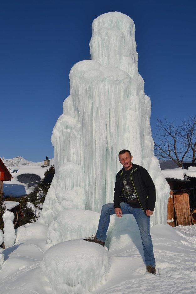 Tvorca veľdiela. František na svojom dvore, kde stvoril 7-metrovú fontánu.
