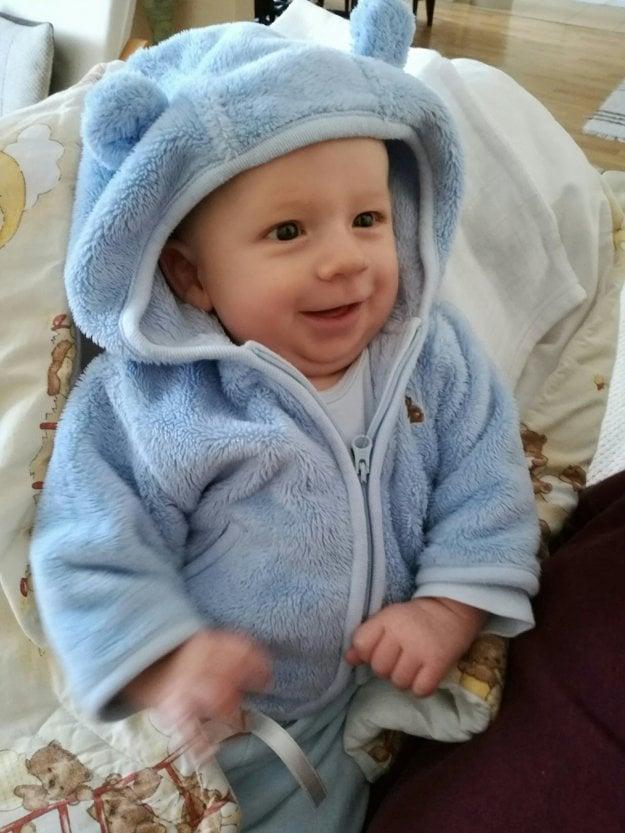 Hercov syn bude mať čoskoro tri mesiace.