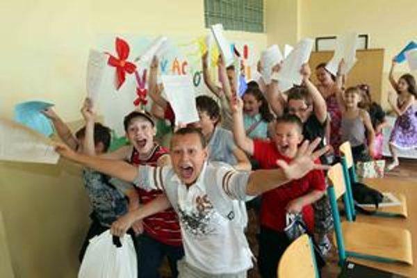 V stredu učitelia rozdávali koncoročné vysvedčenia. Aj v základnej škole v Dunajskej Strede.