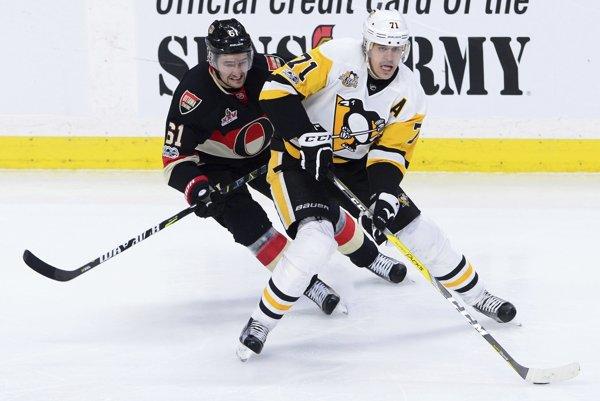 Malkina (vpravo) prekvapujúco nezaradili medzi najväčšie hviezdy histórie NHL.