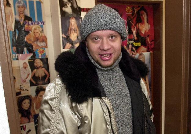 Marián Labuda mladší hrá v divadelnej komédii Hľadá sa nový manžel.