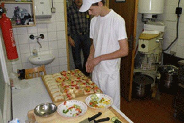 Aj o kuchárstvo majú mladí ľudia čoraz menší záujem.