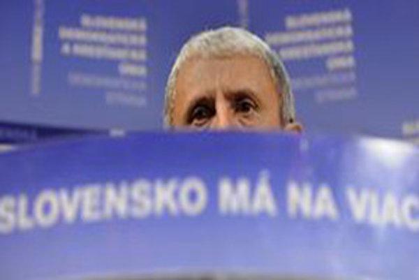 Kto povedie SDKÚ do volieb po odstúpení Mikuláša Dzurindu z kandidátky, nie je jasné.