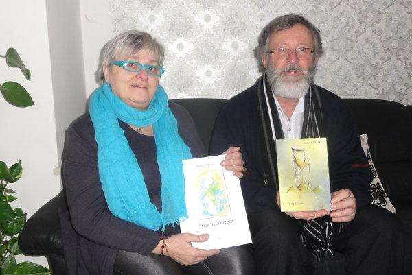 Margita Bali Kovacs a Jozef Garlík so svojimi knižnými novinkami.
