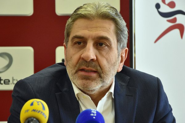 Viceprezident Slovenského zväzu hádzanej Ernö Kelecsényi prezentoval zámery zväzu.