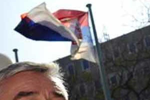 Ján Slota a jeho SNS pred voľbami zo dňa na deň pritvrdzuje.