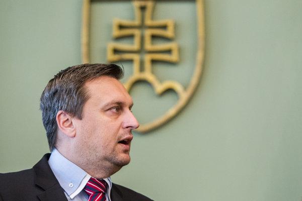 Šéf SNS Andrej Danko obhajoval svoju novú hodnosť, dnes ho za premiéra chce menej ľudí.