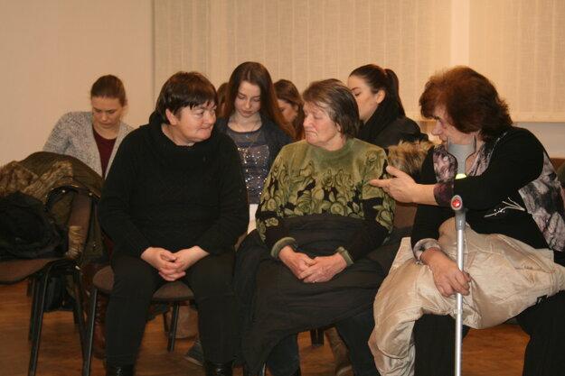 Fotografia z výročnej členskej schôdze hasičov z Oškerdy.
